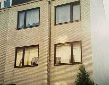 Schöne 2-Zimmer-Wohnung mit Balkon und EBK in Bremen