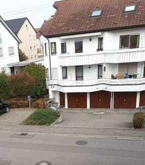 Schöne, gepflegte 3-Zimmer-Wohnung mit EBK, Balkon und Garage in Riederich