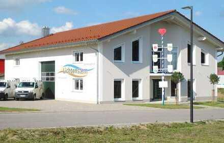 Büro-/Geschäftsgebäude in ruhiger Ortsrandlage mit Alpenblick