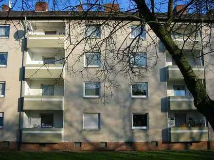 Modernisierte 3-Zimmer-Erdgeschosswohnung mit Loggia im Westen von Krefeld