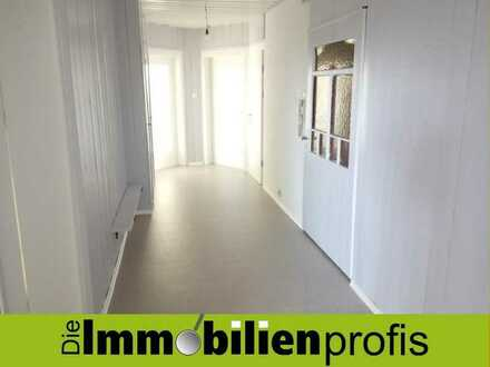 Renovierte, helle Altbauwohnung mit 4 Zimmern, Balkon und EBK in Hof-Neuhof