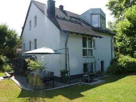 Sehr gepflegtes, freistehendes 3-Familienhaus in bester Wohnlage von Bonn-Niederholtorf zu verkaufen