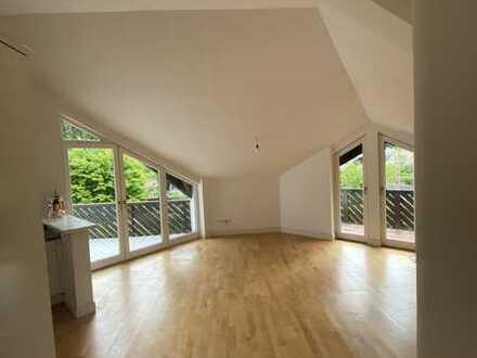Modernisierte 2-Zimmer-DG-Wohnung mit Balkon und EBK in Grünwald