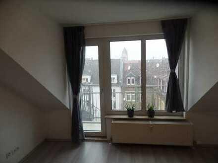 Zentral gelegene renovierte 1 Zimmer Dachgeschosswohnung in Mannheim von Privat (Provisionsfrei)