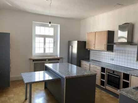 Sehr schöne u. außerordentlich gemütliche Wohnung (145m2) in ruhiger Lage von MH-Broich. Von privat!