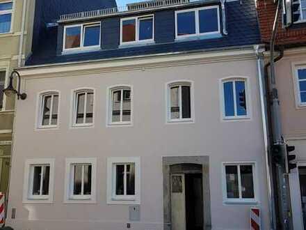 Erstbezug 3-R. Wohnung im Herzen von Pulsnitz, direkt am Markt.