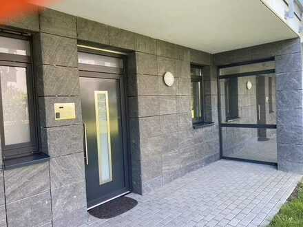 Wohnen am Rheinufer, tolle 4 Zimmer Wohnung mit eigenem Eingang