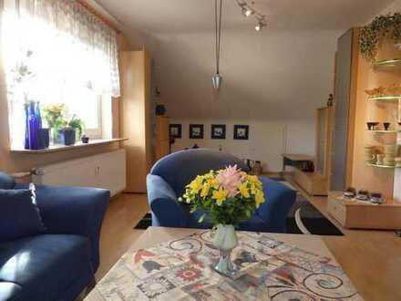Esslingen-Oberesslingen: 4 Zimmer Dachgeschoss-Wohnung in gepflegtem Zustand