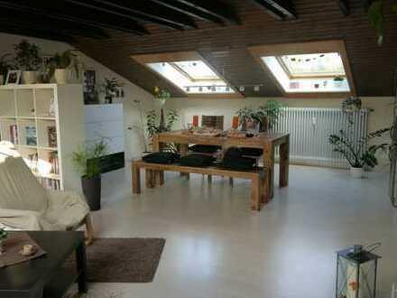 Helle, schöne Dachgeschosswohnung - ohne Provision!