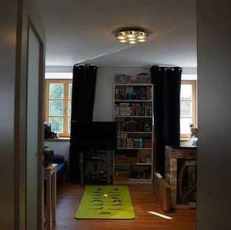 Exklusive, geräumige und sanierte 3-Zimmer-Wohnung mit Dachterrasse in Bergen Traunstein (Kreis)