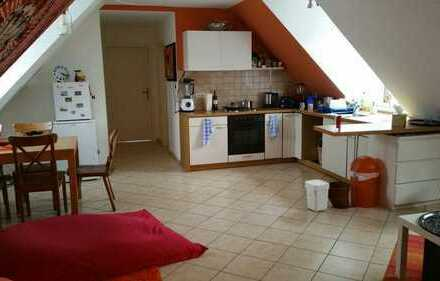 Zimmer in 2er WG in Wohlfühl-Dachwohnung