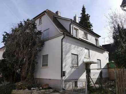 Renovierungsbedürftiges Haus mit Potential und sechs Zimmern in Rems-Murr-Kreis, Kernen im Remstal