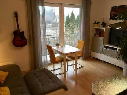 Ruhige, gepflegte 1,5 -Zi.-Wohnung mit Balkon und Einbauküche in toller Natur