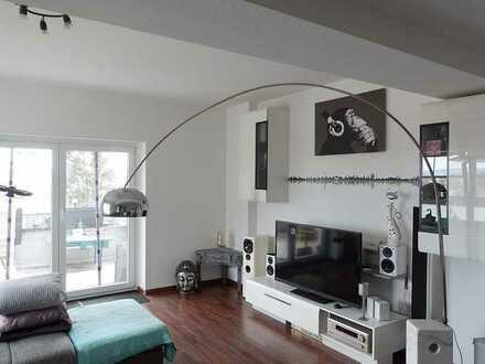 Helle, moderne 3,5-Zimmer-Wohnung mit großer Dachterrasse und Garage - Schney