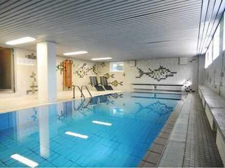 Luxus-Wohnung mit Schwimmbad, Sauna, privater Garage und EBK