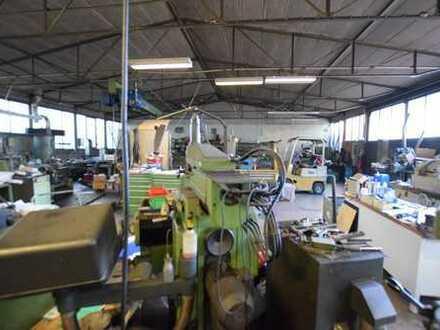 Halle mit Freifläche und Garage