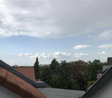 Individuelle Maisonette-Wohnung mit Dachterrasse und Balkon im Essener-Süden