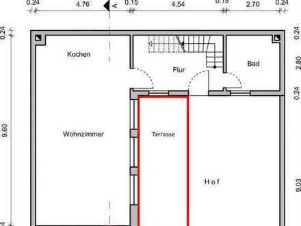 *wohnen wie im eigenen Haus! Renovierte Maisonette Wohnung mit Terrasse*
