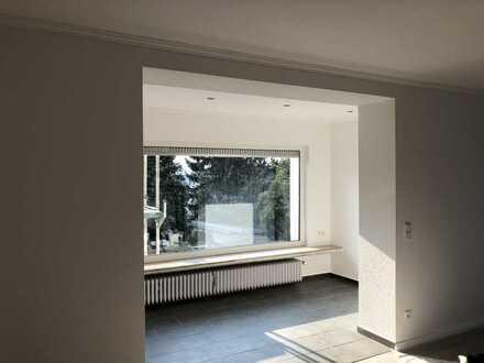 Neuwertige Wohnung mit zwei Zimmern mit Balkon und bei Bedarf mit Garten in Essen