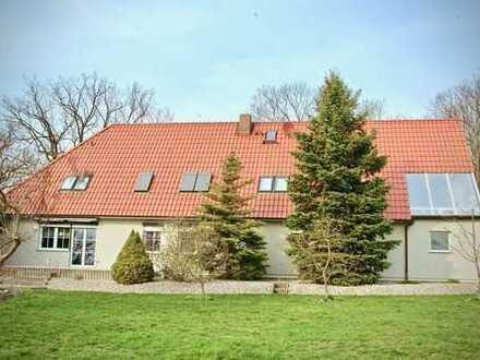 HORN IMMOBILIEN ++ Zweifamilienhaus in Cölpin Hochkamp 15 km bis Neubrandenburg