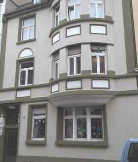 Wunderschöne neu sanierte 3 Zimmer Wohnung mit Terrasse u. eigenem Hausgarten-direkt vom Eigentümer!
