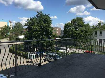 Liebevoll und aufwendig sanierte Wohnung mit großer Terrasse und EBK im ruhigen Seitenflügel!