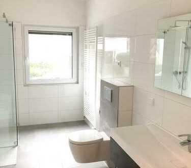 Moderne und komplett renovierte Wohnung mit 3 Bädern!