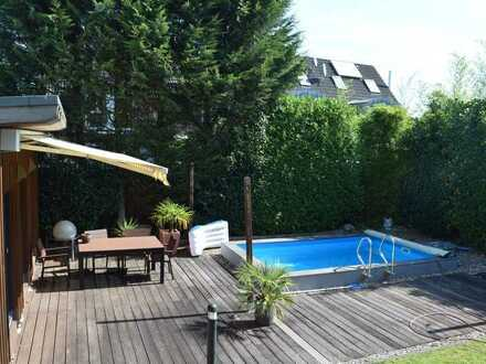 Hochwertiges Mehrfamilienhaus mit Pool und Saunahaus im Herzen von Hitdorf!