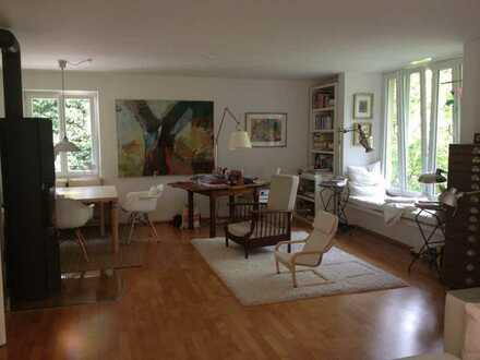 Stilvolle, geräumige, teil-renovierte 3-Zimmer-Wohnung mit Balkon und Einbauküche in Großhesselohe