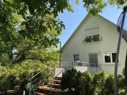 Provisionsfrei! Die Oase in Aidlingen: Traumhafte Maisonette-Wohnung mit 200qm Garten