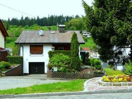 Gemütliches Einfamilienhaus (EFH) mit Panorama-Blick und Garten im Grünen