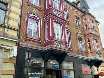 Erstbezug nach Sanierung: Moderne trifft Altbau - Helle 2,5-Zimmer-Etagenwohnung mit Balkon + Erker