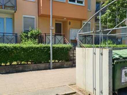 Geschmackvolle Erdgeschosswohnung mit einem Zimmer sowie Balkon und Einbauküche in Karlsruhe
