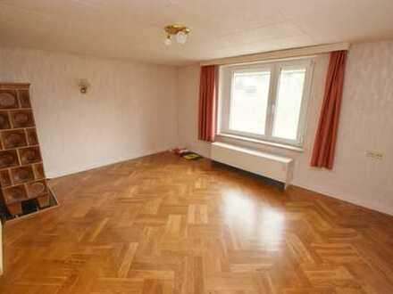 Hobbyhandwerker aufgepasst: Attraktive 3-Raum-Wohnung in grüner Lage mit Potential!