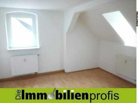 Renovierte Dachgeschosswohnung - Für WG geeignet - mit Wannenbad im Zentrum von Münchberg