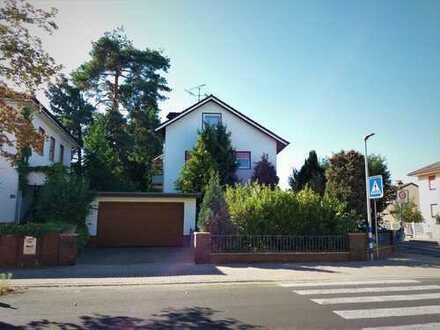 Sanierte drei (vier) Zimmer Wohnung mit großem Garten im Privathaus, Maintal (Dgh)