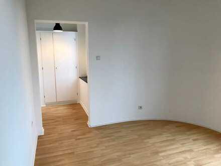 Vollständig renovierte Wohnung mit drei Zimmern und Einbauküche in Duisburg-Alt- Homberg