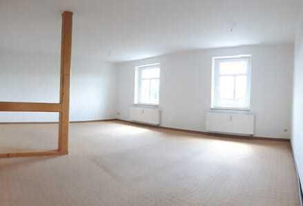helle 3 Raum DG Wohnung mit EBK, Dachboden und Stellplatz