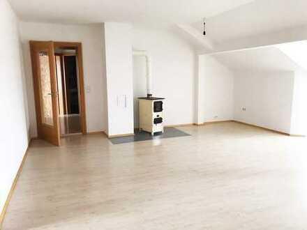 Gepflegte 3-Zimmer-Dachgeschosswohnung mit Einbauküche in Bayern - Tacherting