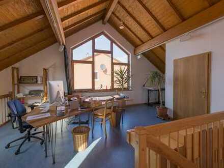 Einfamilienhaus mit angebautem Raum als Gewerbe nutzbar!