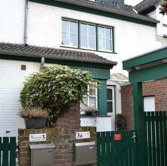 Schönes Reihenhaus mit drei Zimmern KÜ. Di. BAD. gr. ausgebautes Dachgeschoss in Krefeld- Uerdingen
