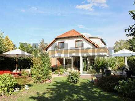 Gepflegte 4-Zi.-DHH in attraktiver Lage mit Wintergarten, gehobener Ausstattung und schönem Garten