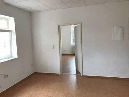 * Renovierte, helle Wohnung in der Stadtmitte mit Aussicht ins Grüne*