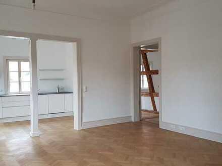 Traumhafte 2,5-Zimmer-Atstadtwohnung mit EBK, kernsaniert