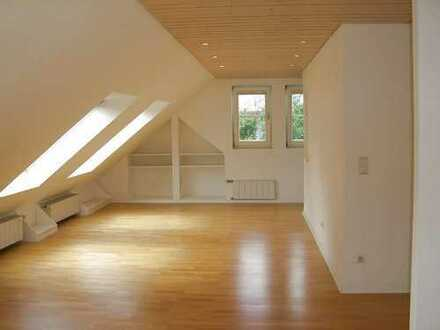 helles stilvolles Komfort-Dachstudio in ruhiger Grünlage (modernisiert 2019+2020)