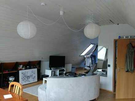 Großes Dachgeschosszimmer im hübschen Spardorf
