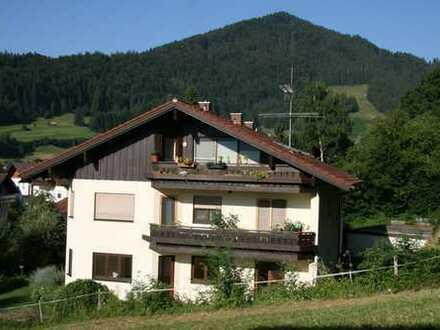 Traumhafte drei Zimmer Wohnung in Oberallgäu (Kreis), Blaichach/Ettensberg in ruhiger Lage