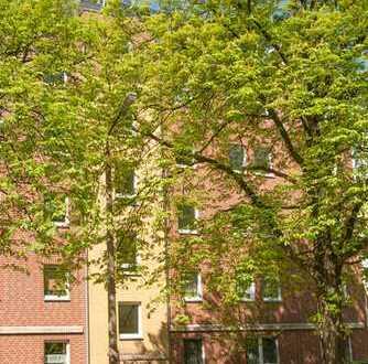 Große Wohnung mit Terrasse zum grünen Innenhof