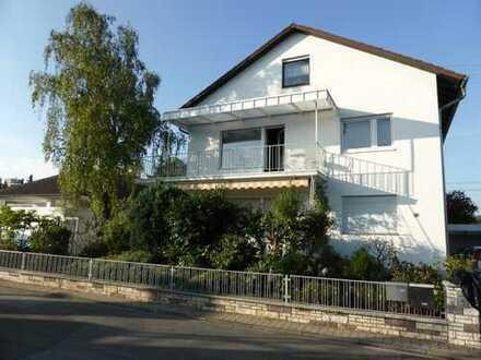 Erstbezug nach Sanierung: Lichtdurchflutete 2-Zimmer-DG-Wohnung mit EBK in Walldorf
