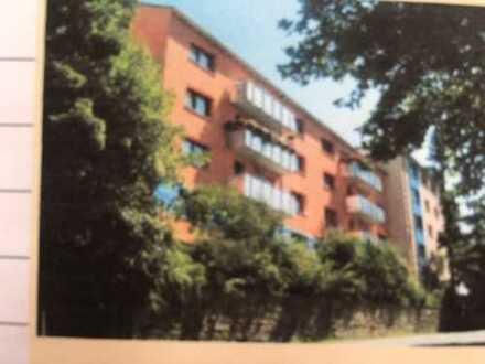 1. Obergechoß - 2 Zimmer plus Küche, Tageslichtbad, Diele, Balkon, ca. 60 qm in gepflegtem Haus
